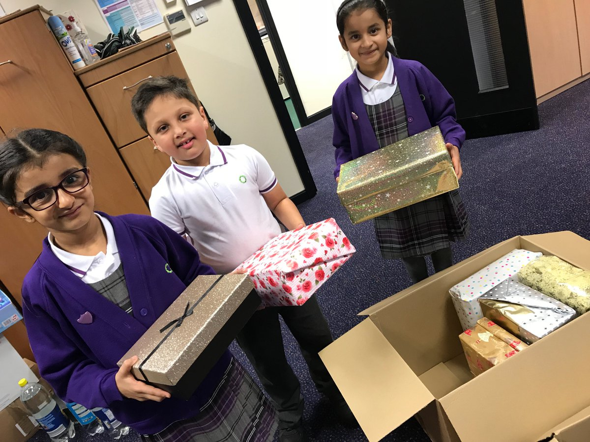 Pupil Shura have been helping @SamaritansPurse to collect the kind donations from our families #OperationChristmasChild #shoebox #charity #community #giving #sharing <br>http://pic.twitter.com/qBTY9eBsQy