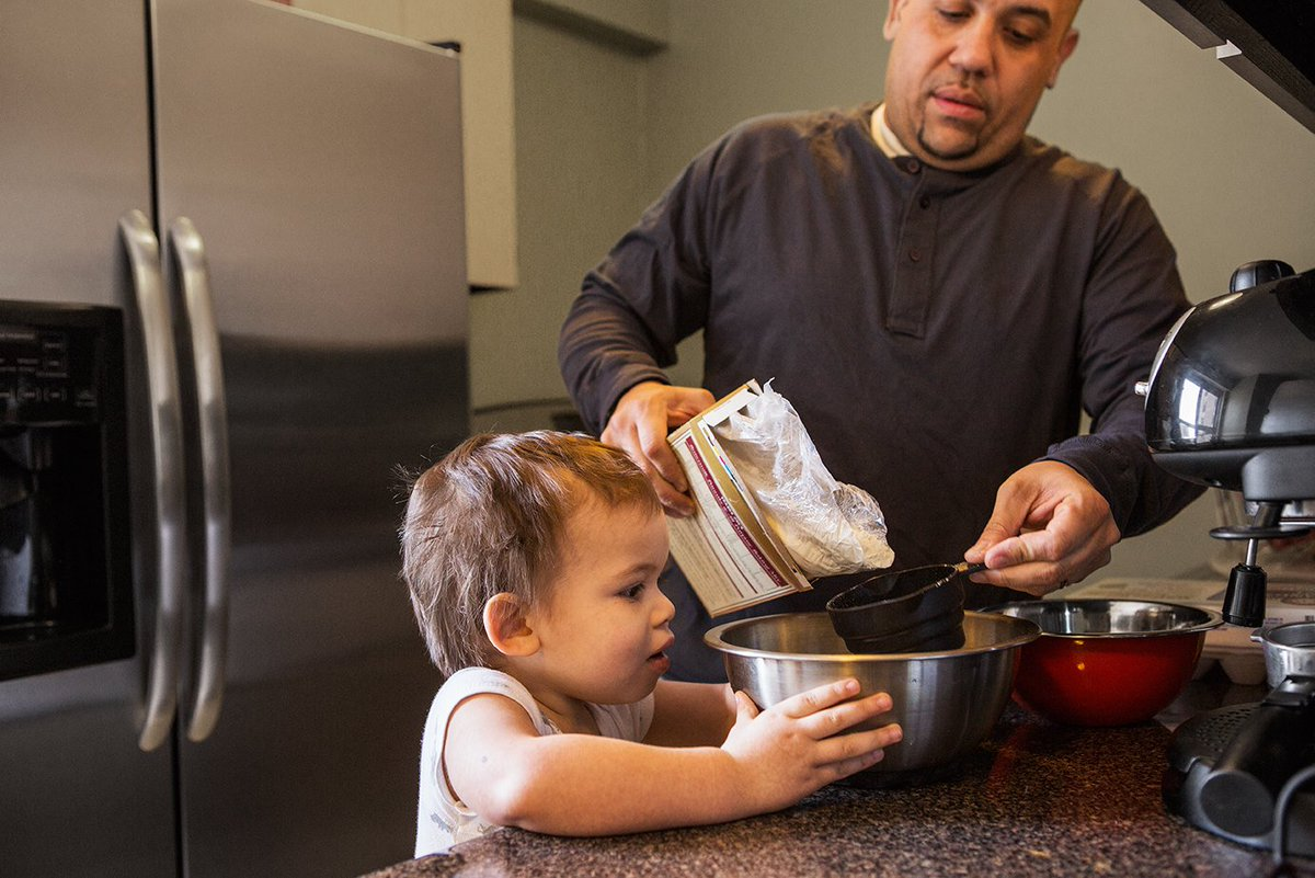 Use this #VroomTip in the kitchen! When cooking have him/her help w/ simple tasks. This real-life experiment promotes your child&#39;s curiosity <br>http://pic.twitter.com/aSowXGvRap
