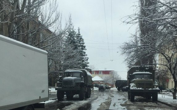 OSCE SMM continues to record military trucks and unknown armed men in Central Luhansk