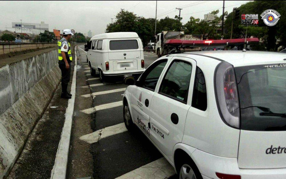 Kombi com mais de R$ 25 milhões em multas é apreendida em São Paulo https://t.co/WaVRvKmwAU #G1