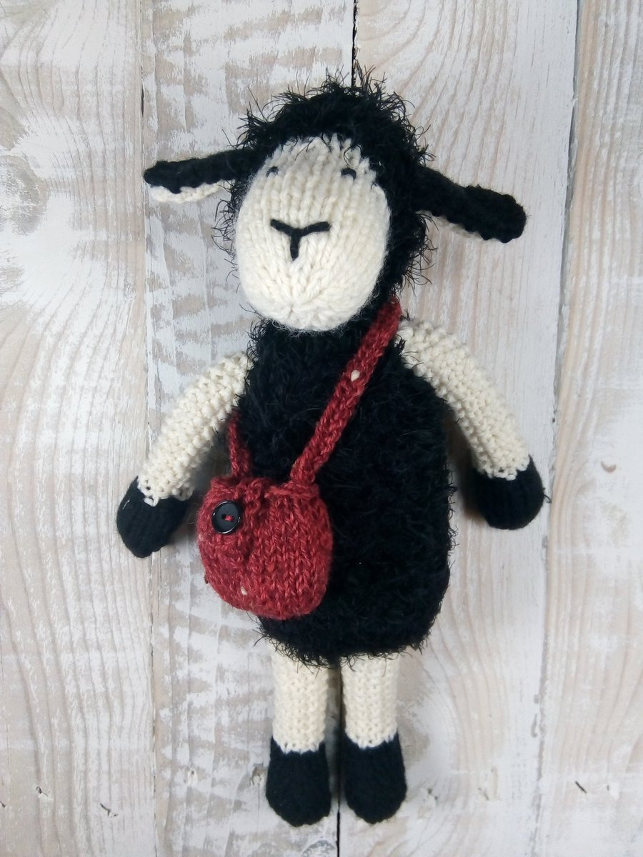Here&#39;s our new easy to #knit #sheep Mabel. Download pattern in #etsyshop  http:// goo.gl/6eKFW2  &nbsp;   #HandmadeHour<br>http://pic.twitter.com/6rXVItFNvM