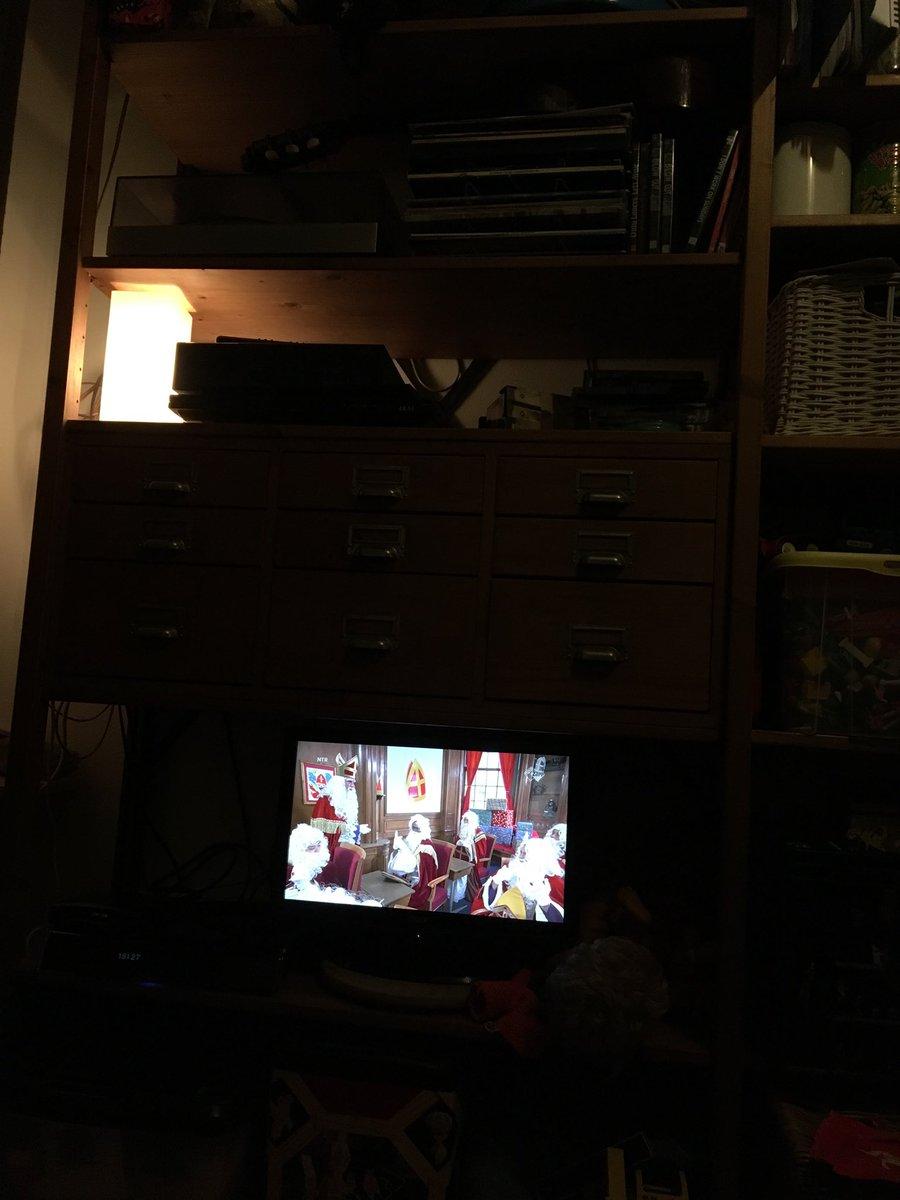 RT @sznn_h: Ik schrik me een mijter #Sinterklaasjournaal https://t.co/zV83VT9rW8