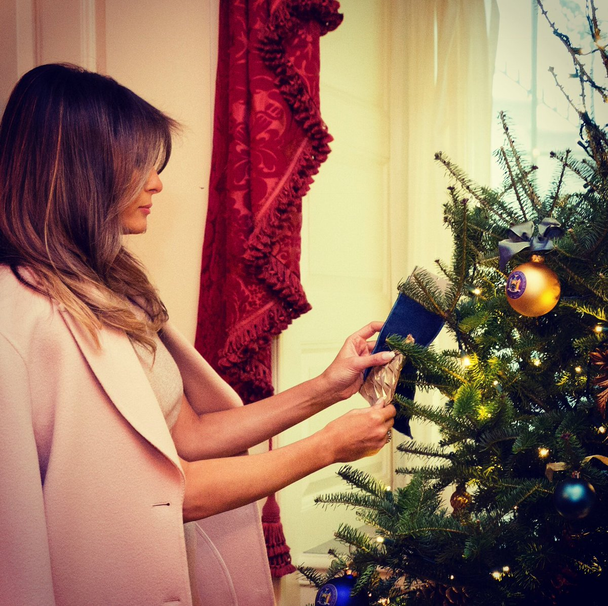 RT @FLOTUS: Preparations are underway to celebrate the holidays at the @WhiteHouse! https://t.co/N5qZ1NP8ez
