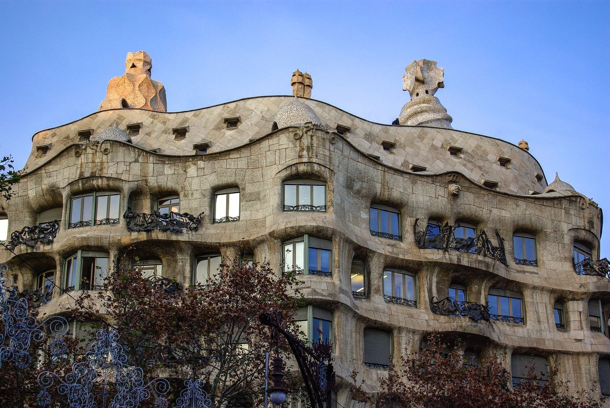 Casa Mila is another one of Gaudi&#39;s beautiful creations. Only in #Barcelona. Tip: Go inside up to the roof!    #traveltips #travel #europe #trip #wanderlust #ttot <br>http://pic.twitter.com/pArJeMVTLr