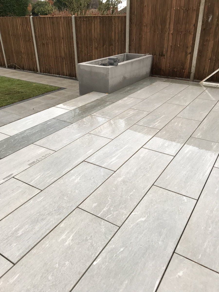 Porcelain paving in Birstall looking great #porcelain #gardendesign #leicester #contemporary #gardenroom #krend #monocouche<br>http://pic.twitter.com/WzI0Kz71Rd