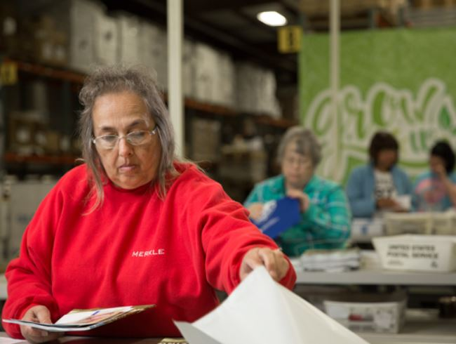 For accurate &amp; timely response to your #donors gift, @MerkleRMG  #fulfillment staff pick, pack &amp; ship orders within one business day of order entry. We customize packaging &amp; labeling based on our client&#39;s unique needs:  http://www. merkleresponse.com/fulfillment-se rvices &nbsp; …  #nonprofit @bsayreMerkleRMG <br>http://pic.twitter.com/hSKHrzzqmR