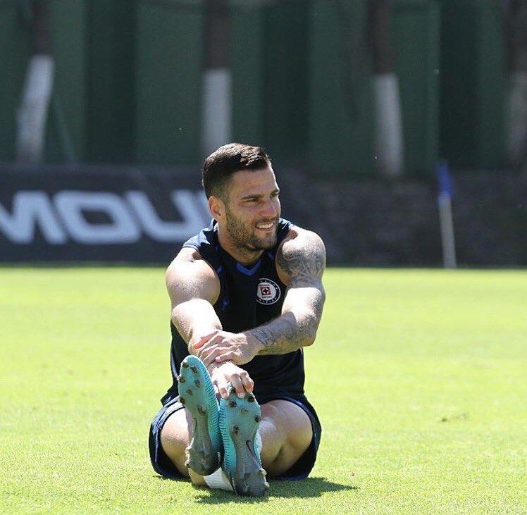 Edgar Méndez suspendido seis partidos por escupir a un rival