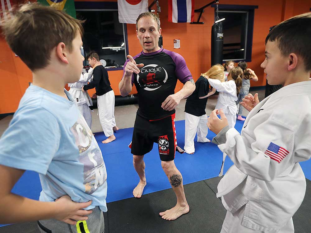 Lambs to Lions: #Windsor MMA gym fights bullying with free training  http:// windsorstar.com/news/local-new s/lambs-to-lions-windsor-mma-gym-fights-bullying-with-free-training &nbsp; …  #YQG<br>http://pic.twitter.com/xf48wijRoR
