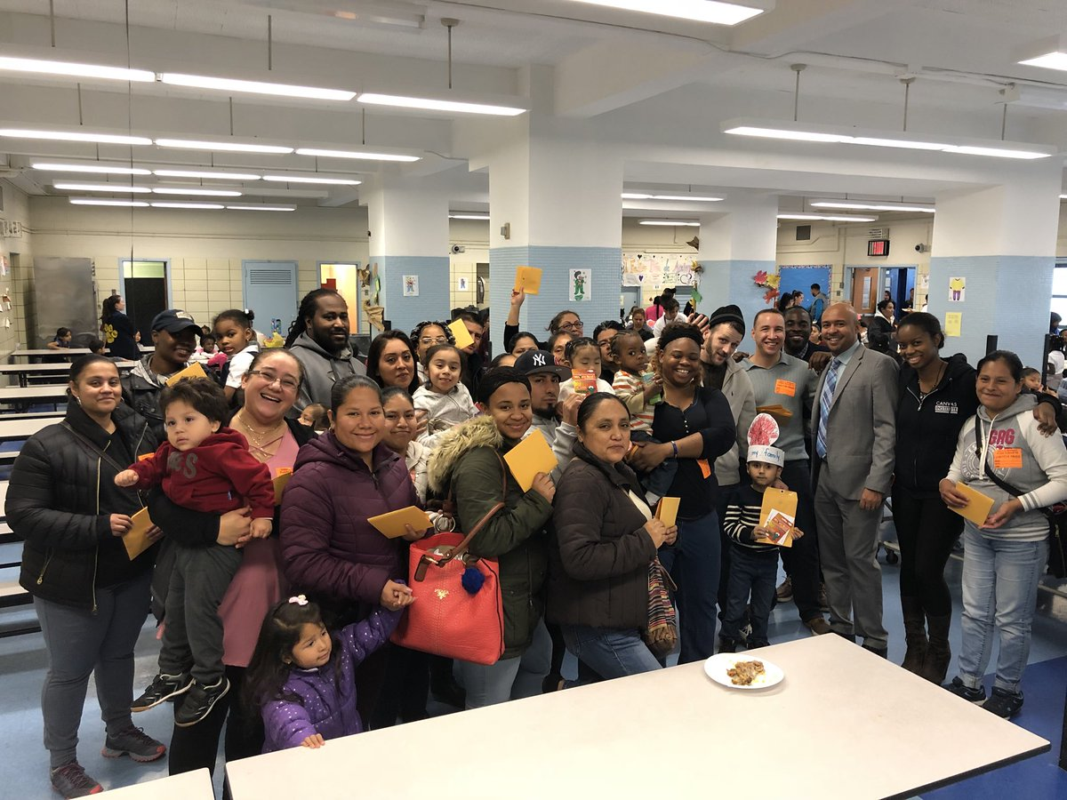 The @PS16School family is thankful for our #Community partners @StatenVoice @BoydMelson! Thanx 4 your generous donation! @MRamos16R<br>http://pic.twitter.com/H9MoABuxXr