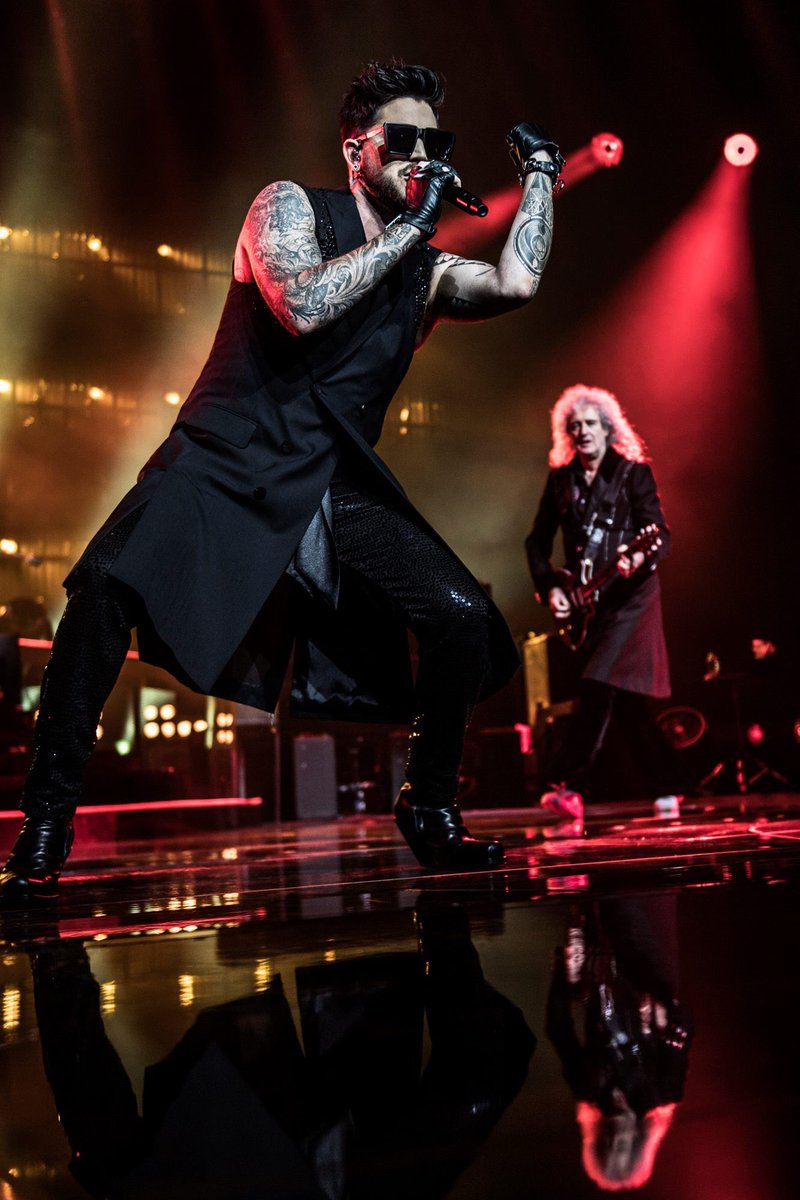 Royal Arena - The king has long been abdicated, but Queen lives on to that point, which they once again proved with an irresistible Adam Lambert in the lead.  Morten Rygaard. #queen #royalarena  https://www. facebook.com/royalarenaoffi ciel/posts/895604207262932 &nbsp; … <br>http://pic.twitter.com/JPSNN1ZSmv