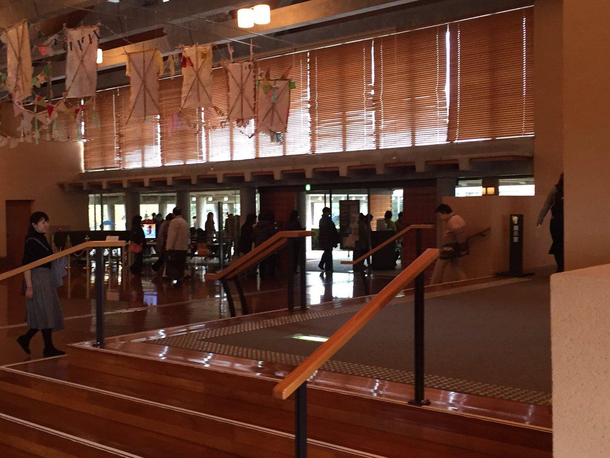 茨城県五浦美術館。朝から雨。その中来館者は続々と「龍展」に。ショップも大評判。てんごころさんのオリジナルかりんとう饅頭人気です。