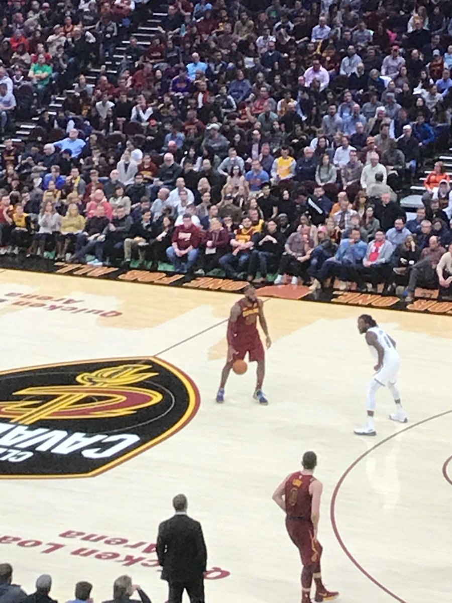 #HAPPY THANKSGIVING! Give Thanks for Lebron James! James scores 23P in 4th Lead Cleveland 6th straight WIN! CAVS 119 NETS 109. Wishing all 20,000 fans a Happy Thanksgiving!  pic.twitter.com/YeJ1XlQDfI