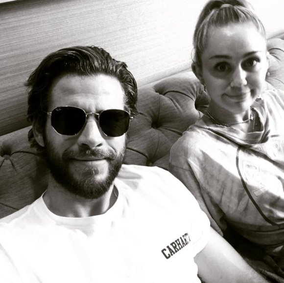 Here's how @MileyCyrus & @LiamHemsworth are spending #Thanksgiving! https://t.co/dLx9wwbKc8 https://t.co/RyuTsedxqt