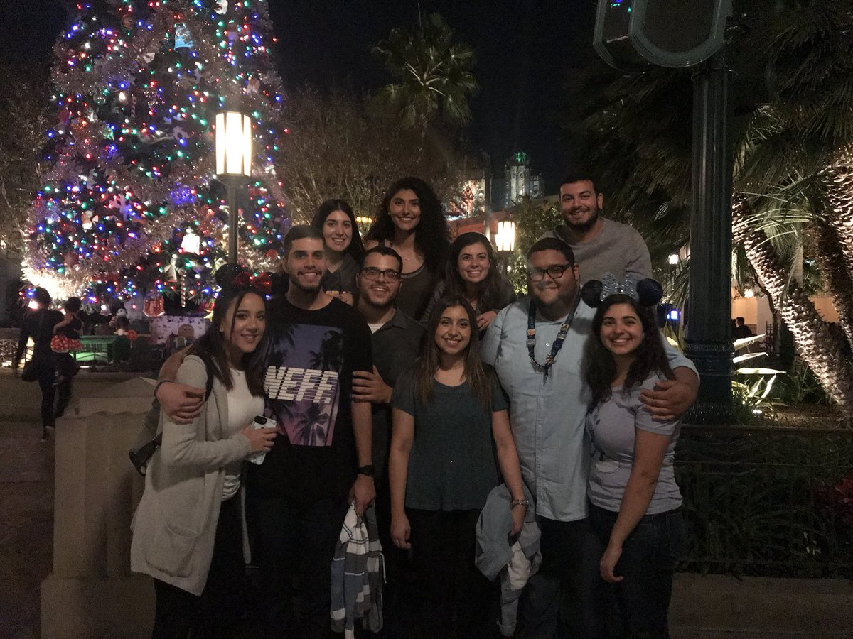It's beginning to look a lot like Christmas #fam <br>http://pic.twitter.com/5HP4ia30JF &ndash; à Disney California Adventure Park