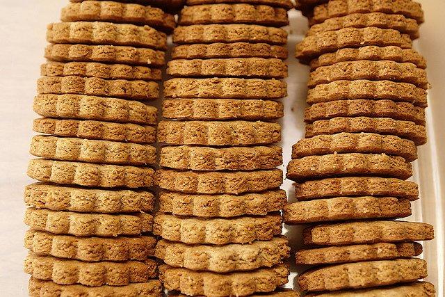 64fa34725d3 Een koekje 's nachts maakt dikker dan een koekje overdag:  https://go.uva.nl/2iKGoQH . Vanmiddag promoveert Joëlle Oosterman #UvA op  onderzoek naar relatie ...
