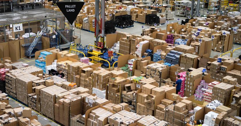 Turni di notte, 7 giorni su 7 e stipendio al minimo:come si lavora ad Amazon Italia https://t.co/bgRc0nuA5X