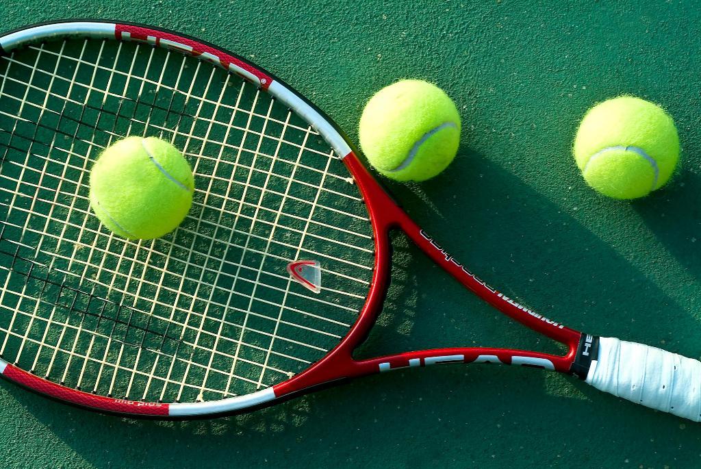 Картинка с теннисом, индус