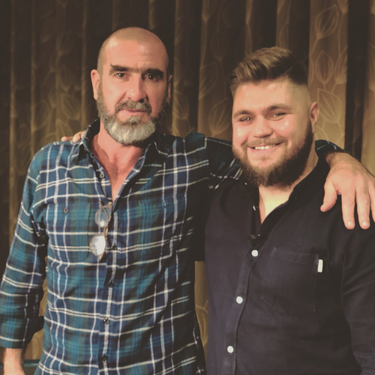 Interview with Cantona will be out at 10am on @fulltimedevils  #MUFC <br>http://pic.twitter.com/ZY5SpBBxCh