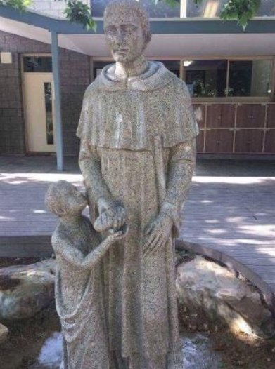 """The """"worst statue in Australian history"""" is covered up by embarrassed school https://t.co/mA539SwMxj https://t.co/GRV7uUdJtF"""