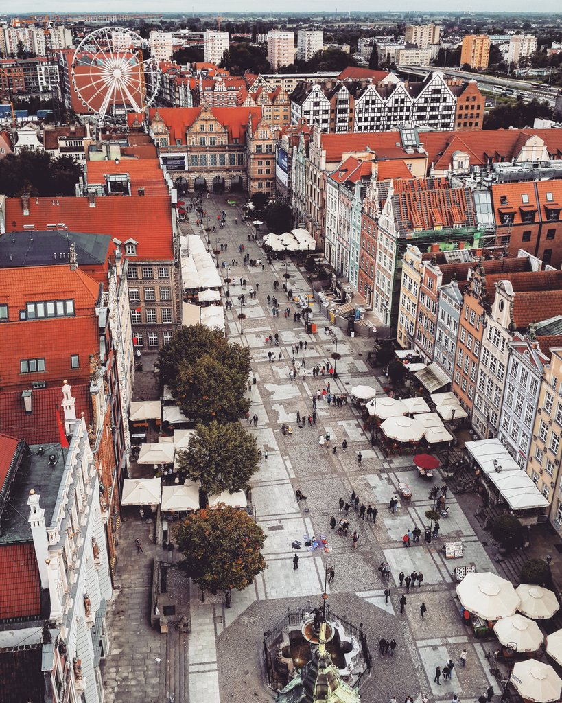 Wonderful Main Square in #Gdańsk, #Poland / #travel #travelblog #travelblogger #traveling #exploring  RT<br>http://pic.twitter.com/LJGKUMu6wE