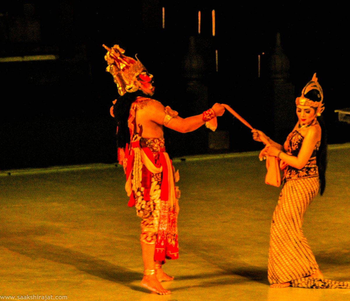 Watching #Ramayana Ballet against the backdrop of white lit #Prambanan Temple will remain as my most vivid memory of #Yogyakarta. Plan your trip with the complete guide -  http:// bit.ly/2zTCWwW  &nbsp;   #wonderfulindonesia #indonesiatourism #ttot #travelblogger #travel<br>http://pic.twitter.com/7fc5WHxQeN