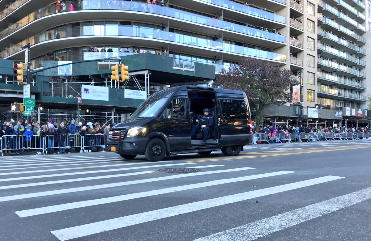As we start the #MacysParade let's say thanks to the men and women who are keeping it safe. #NYPDprotecting