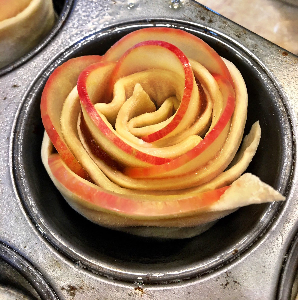 Apple Rose ready for the oven. Tucked inside—Cinnamon Red Hot Apple Butter. Yum! Fun to try new things! Happy Thanksgiving!! #gardenchat #Foodiechats<br>http://pic.twitter.com/iFJJN50F0G