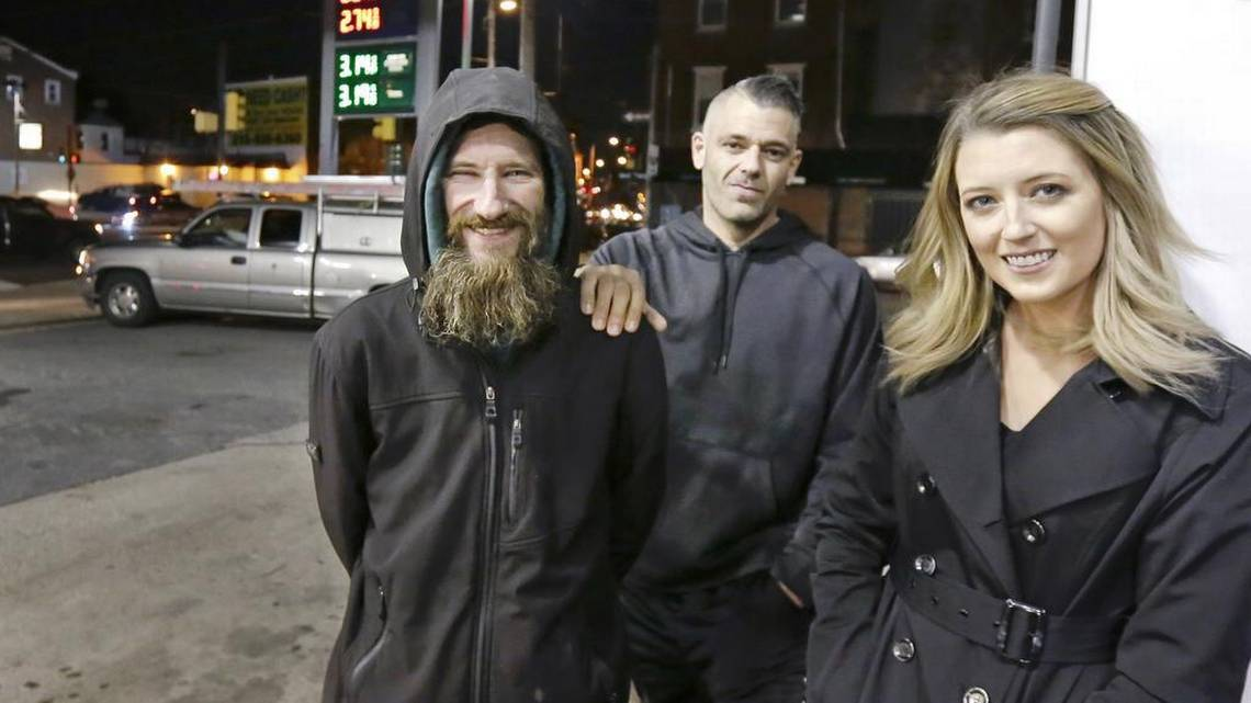A homeless man spent his last $20 to keep her safe. She's raised $34,000 to repay him: https://t.co/XSfO6qiKwn