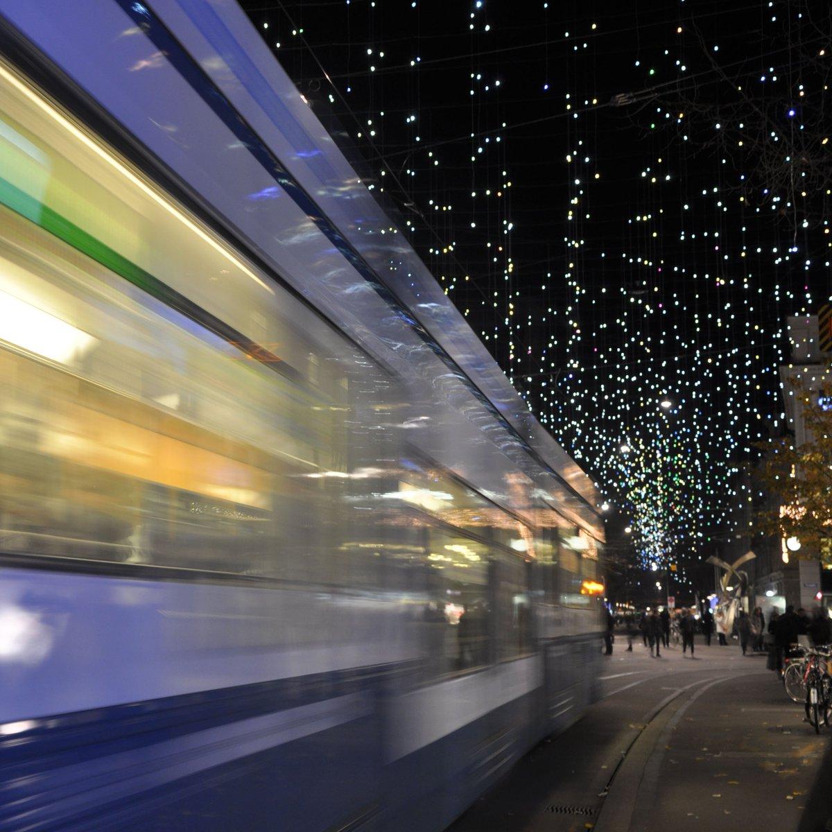 Ab Wann Weihnachtsbeleuchtung.Vbz Züri Linie On Twitter Lichtstreifen Und Sterne Ab Heute Abend