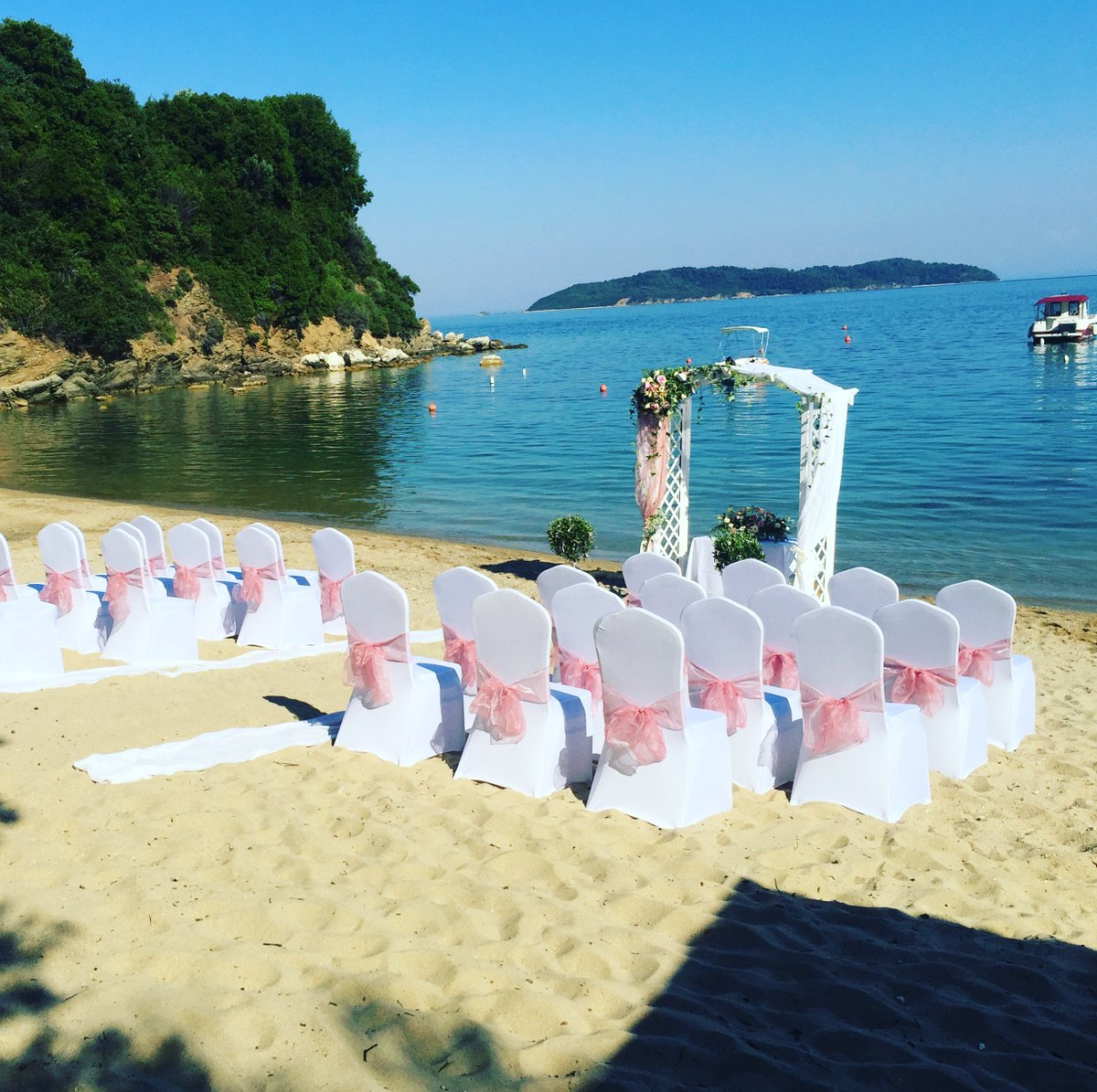 Exchange vows at magnificent locations and stunning #Wedding venues. Book today your #WeddingCeremony abroad at  http:// BookYourWeddingDay.com  &nbsp;  <br>http://pic.twitter.com/FM9OFbAgre