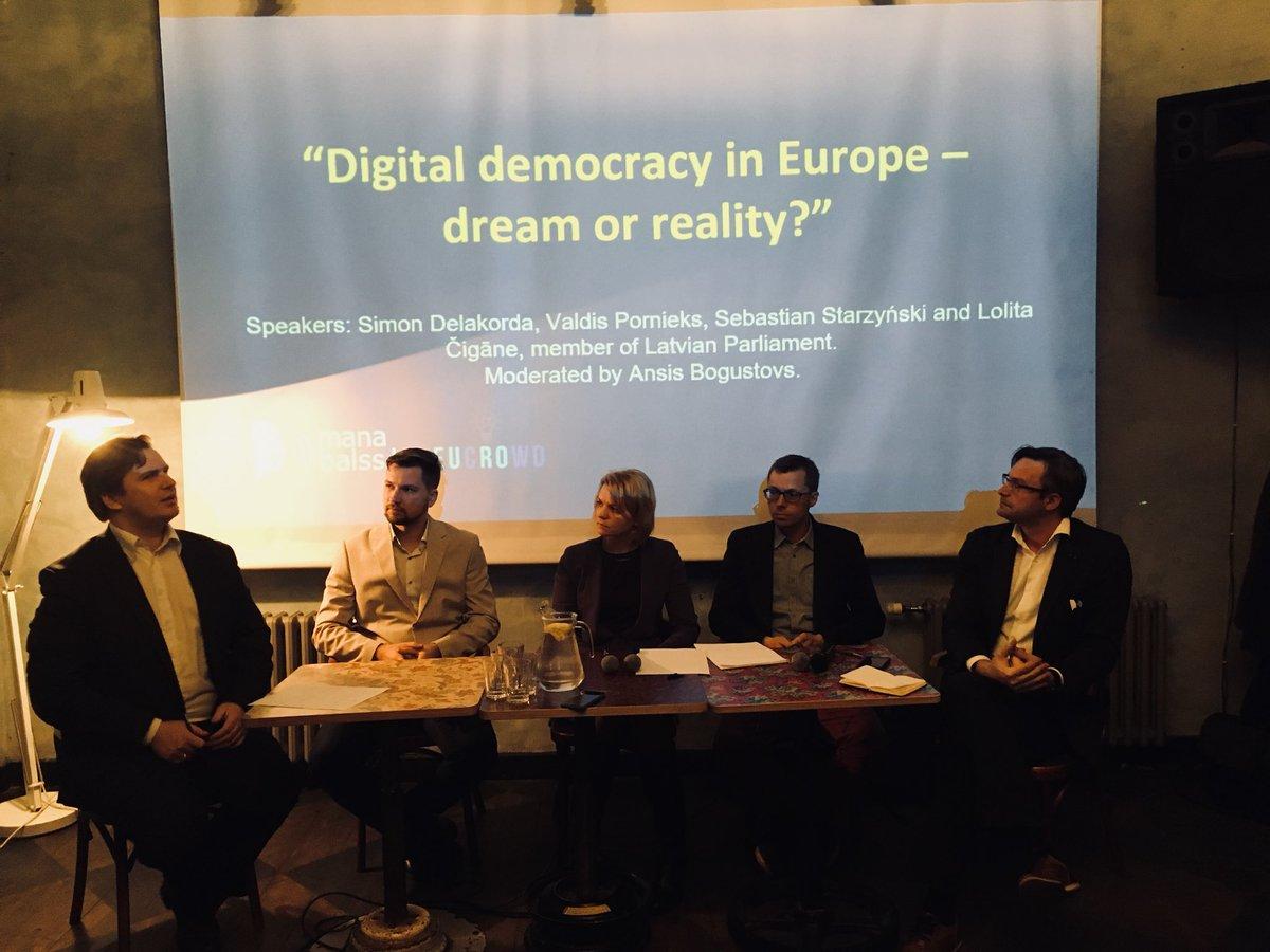 Evening in #Riga.. discussing about #digitaldemocracy and #crowdsourcing EU policies! @Razprave_EU @SimonDelakorda @ecas_europe<br>http://pic.twitter.com/m3E8q7RTPN