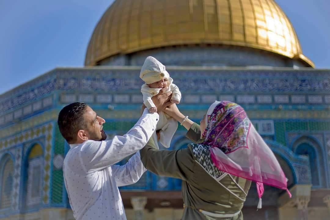 Palestinian child happy between parents hands They love Palestine  #Palestine#FreePalestine #EndTheOccupation #Lyrics4FreePalestine #BDS #micropoetry #haiku #haikuchallenge #amwriting<br>http://pic.twitter.com/aJpJGhMI0E