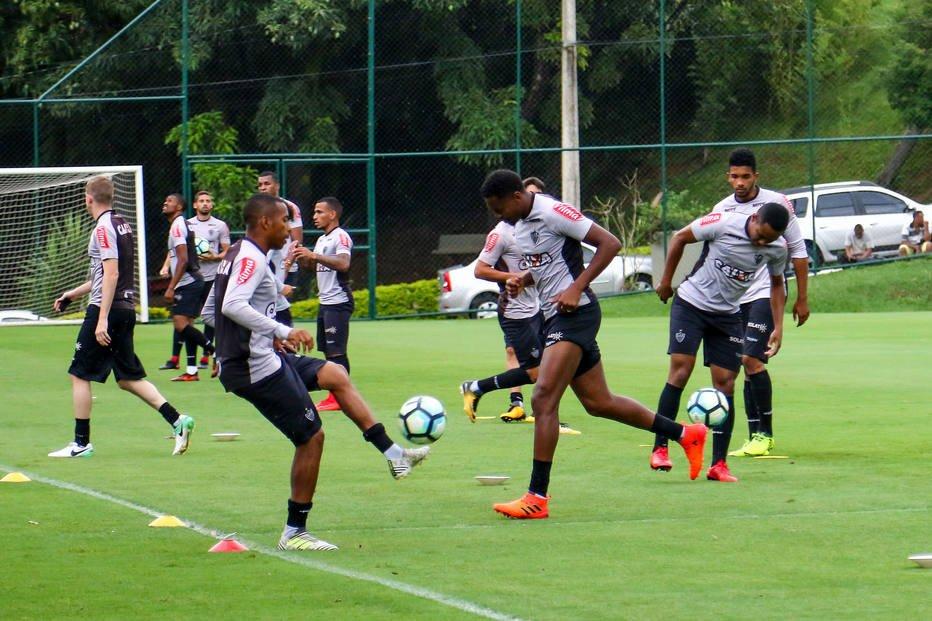 Após condenação, Robinho treina entre os titulares do Atlético-MG para domingo https://t.co/8NKVvxsjxv