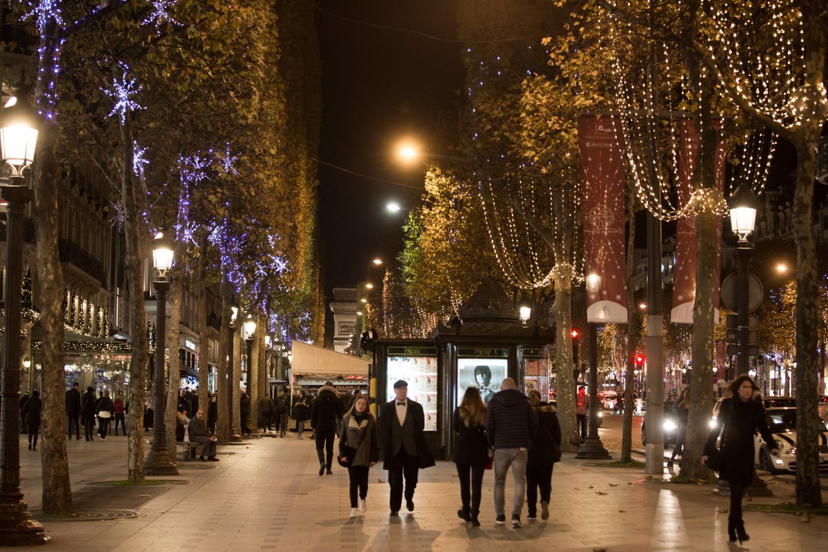 In the City of Light, Champs-Elysées sparkles for the festive season ✨ ✨ ✨ 😍  #VilleLumière
