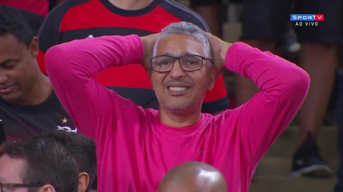 A torcida do Flamengo se dividiu entre gritos de apoio ao Muralha e algumas manifestações negativas.   #SulamericanaNoSporTV
