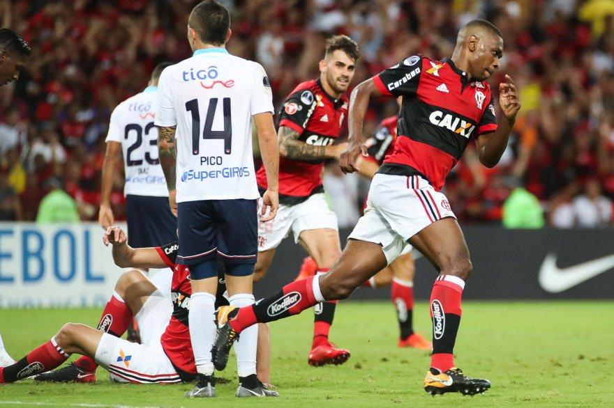 Juan é mais do que um zagueiro. É um monumento. É história viva. Juan é Flamengo. #NoGritoDaNação  📸: Gilvan de Souza / Flamengo
