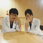 【コウノドリ第7話まで、あと10時間!】四宮先生と倉崎先生の先輩後輩コンビでカウントダウン❗️ #t…