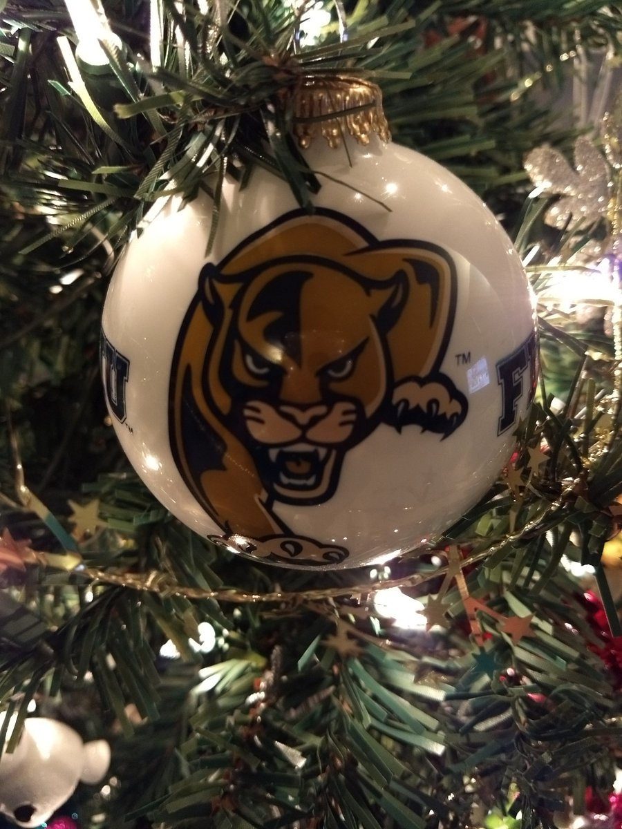 It&#39;s officially Christmas time in the Diaz household! @FIUCoachDavis @FIUFootball @FIU #FIU <br>http://pic.twitter.com/H1zKysx6tK