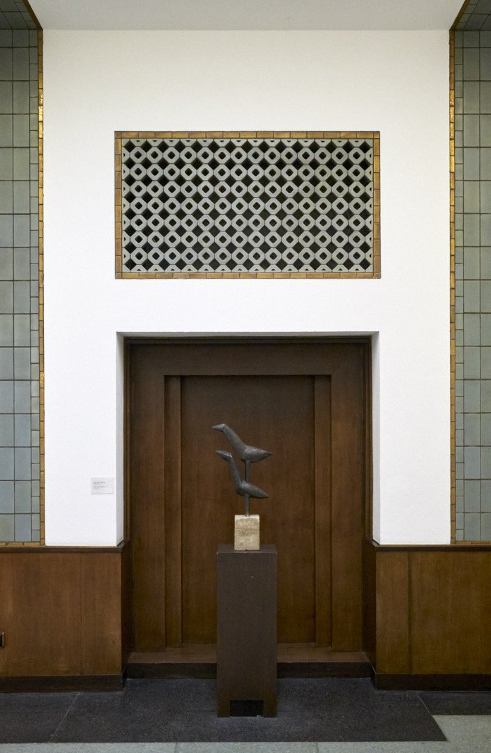 #DenHaag #GemeenteMuseum #Netherlands #matingbirds #carelvisser  Balancing act...  Mating birds by Carel Visser in Gemeentemuseum Den Haag in well balanced Art Deco surroundings by  architect H.P. Berlage  More:  http://www. knikmanav.nl  &nbsp;  <br>http://pic.twitter.com/Z14g8sn7zi