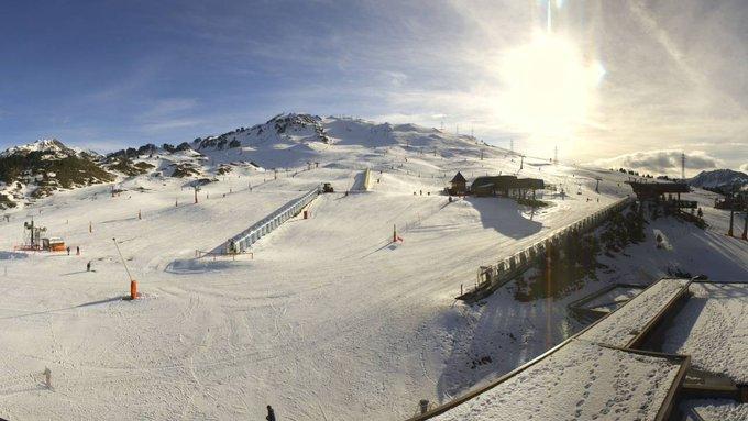 #ParteDeNieve: Para este finde se estarán abiertas 5 estaciones de esquí con 106km de pistas para disfrutarlas!!! ⚠️❄️⛷️🏂 +INFO➡️ https://t.co/fGNwvNjTej