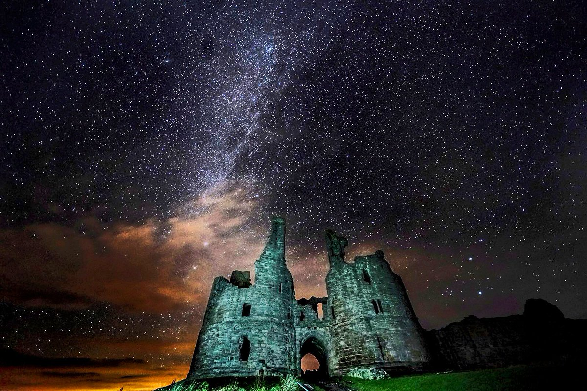 A starry sky above the gatehouse to Dunstanburgh Castle in Alnwick, Northumberland Owen Humphreys/PA @PA @EnglishHeritage #Weather <br>http://pic.twitter.com/19KtYz1y4B