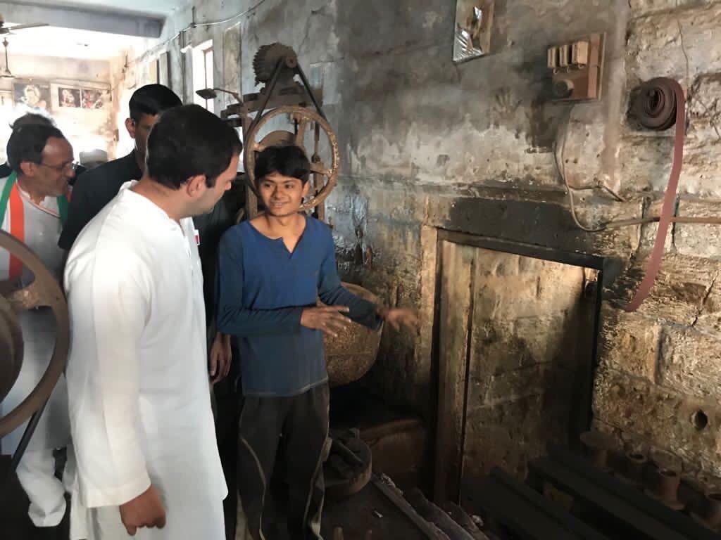 #Gujarat #RaGa in #porbander meets #Boat menufecture factory @navgujaratsamay https://t.co/Yfg1QKHOpQ