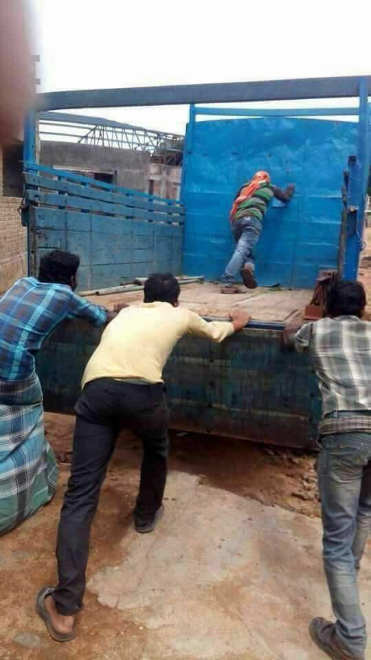 @OfficeOfRG @INCIndia  #Gujarat2017 #RaGa being helped by his new friends Hardik, Kalpesh and Jignesh. https://t.co/h1hZovNgPh