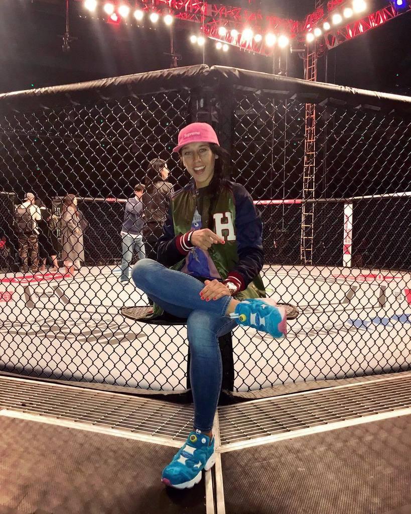 Always kickin' it in style #thestrawweightqueen #joannajedrzejczyk #supreme #supremenyc #instafury #rewbokclassic #kicks #stylish #style #china #sanghai #ufc  http:// ift.tt/2A33c7O  &nbsp;  <br>http://pic.twitter.com/EqH9Oo86LI