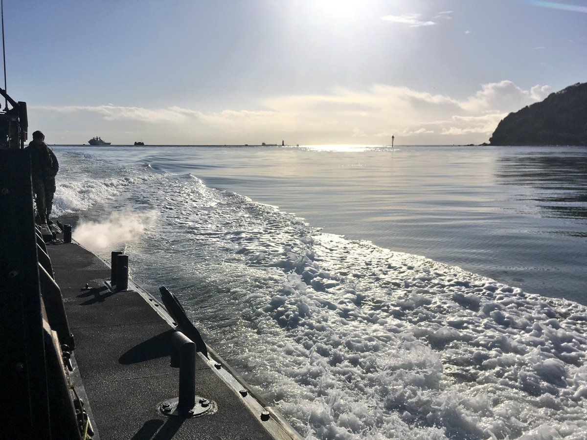 Perfect #weather conditions for operating @hms_albion landing craft! @FOST @RoyalNavy @DFID_UK @ShelterBox<br>http://pic.twitter.com/i7IamebYOO
