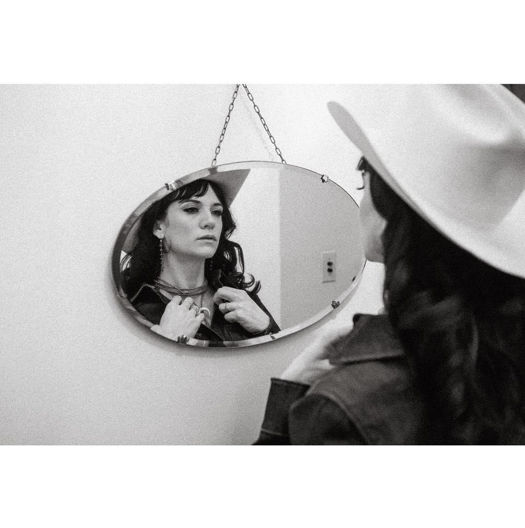 Nikki Lane , la reina de la carretera - Página 7 DP_GxZOUMAEnHDu