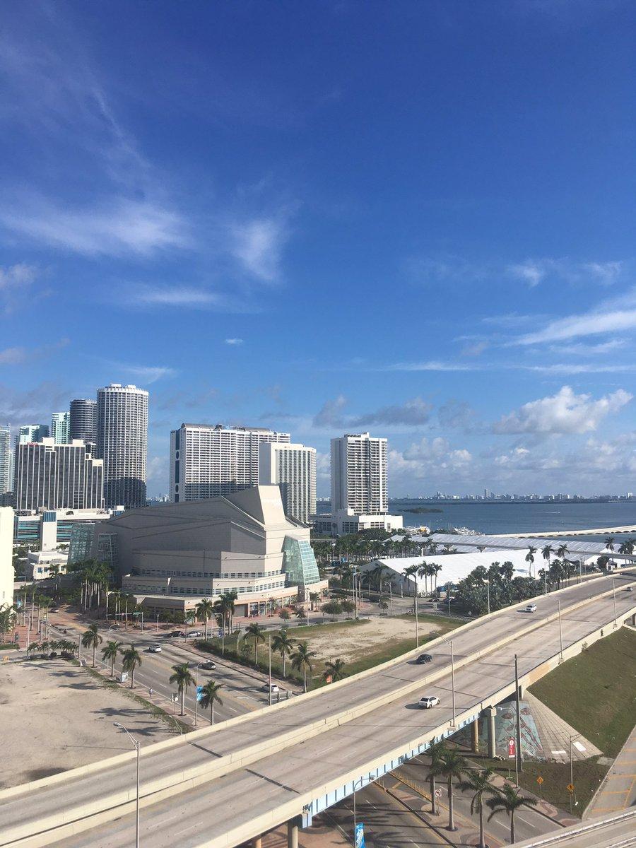 Ici, ce n'est plus #Miami et son #Heat , mais c'est ... #Fribourg! Allez #Gottéron . Chasser le naturel, il revient au galop . #deretourauxaffairespic.twitter.com/A12DyBIUHK