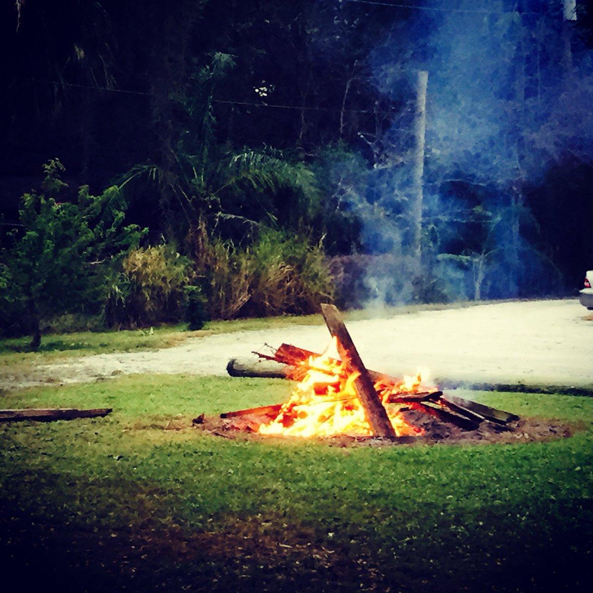 #Bon Fires#SWFL#Marsh mellows#Hot dogs#Smores# <br>http://pic.twitter.com/OTN5VLTq1m
