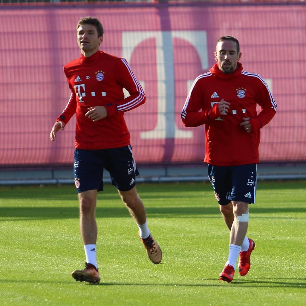 Running with my friend Thomas  #miasanmia #fcbayern #training #fr7 @esmuellert_<br>http://pic.twitter.com/C0l8N2ppjG