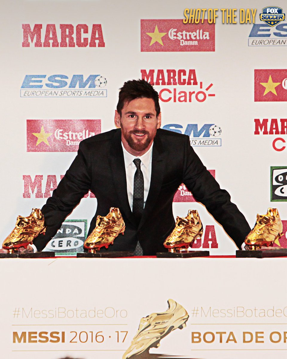 Lionel Messi received his 4th European Golden Shoe award.   He's tied with Cristiano Ronaldo for the most all-time. https://t.co/Sr7Lkp7jKP